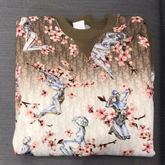 Dior x Sorayama jumper 🤯 Only 2 pieces available size M 950€, now only 690€ 🤝