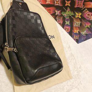 Louis Vuitton – Avenue Sling Bag