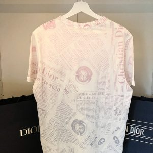 Tshirt Dior x Arsham imprimé journaux