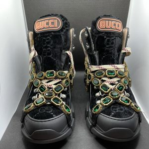 Gucci flashtrek velvet sneakers